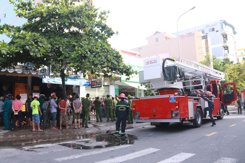 Cháy lớn tại quán Karaoke ở Đà Nẵng, hàng trăm cảnh sát tham gia dập lửa - Ảnh 5.