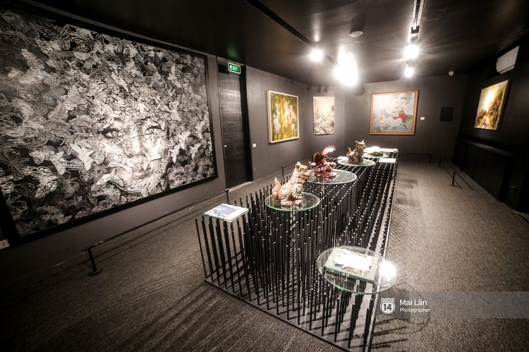 Nhà sách 4 tầng vừa có triển lãm, vừa có cà phê, lại đầy góc chụp ảnh sống ảo đang làm giới trẻ Hà Nội mê mệt - Ảnh 7.