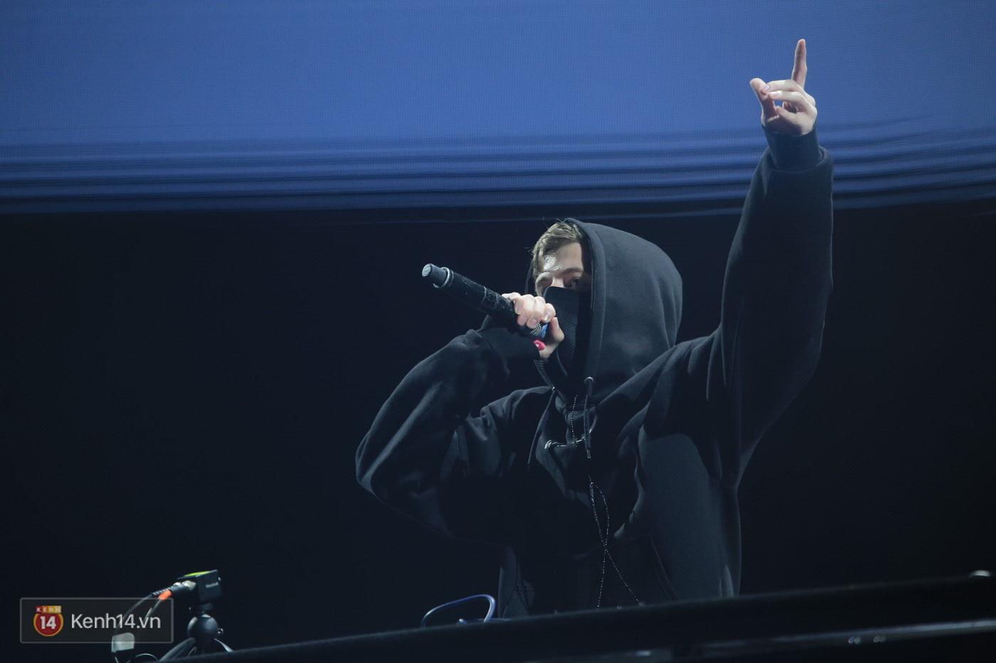 Khán giả Hà thành sướng tai đã mắt với đại nhạc hội EDM của Alan Walker và Nick Romero - Ảnh 3.