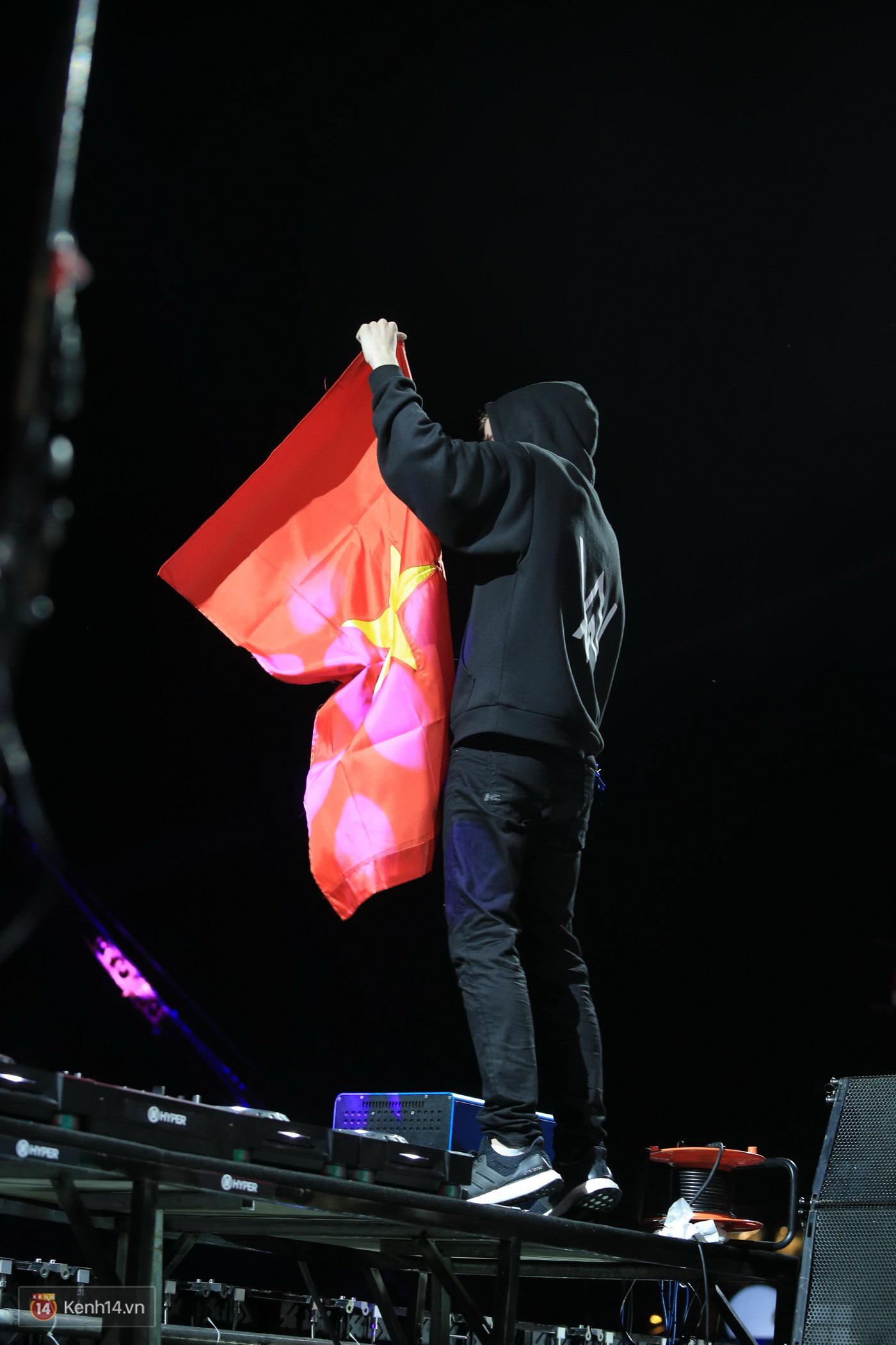 Khán giả Hà thành sướng tai đã mắt với đại nhạc hội EDM của Alan Walker và Nick Romero - Ảnh 6.