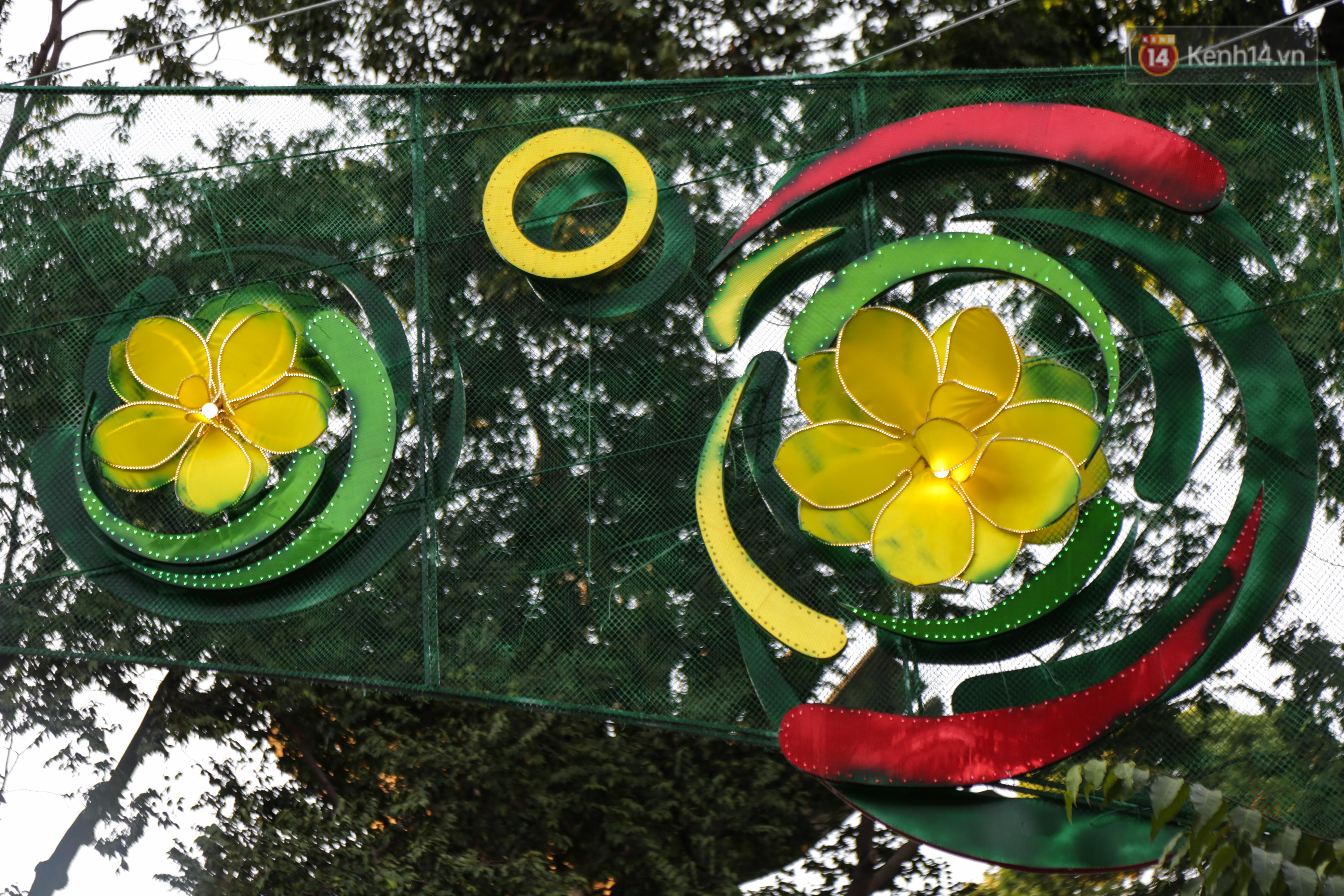 Đèn trang trí Tết trên đường Phạm Ngọc Thạch được chỉnh sửa sau khi người dân chê xấu - Ảnh 9.