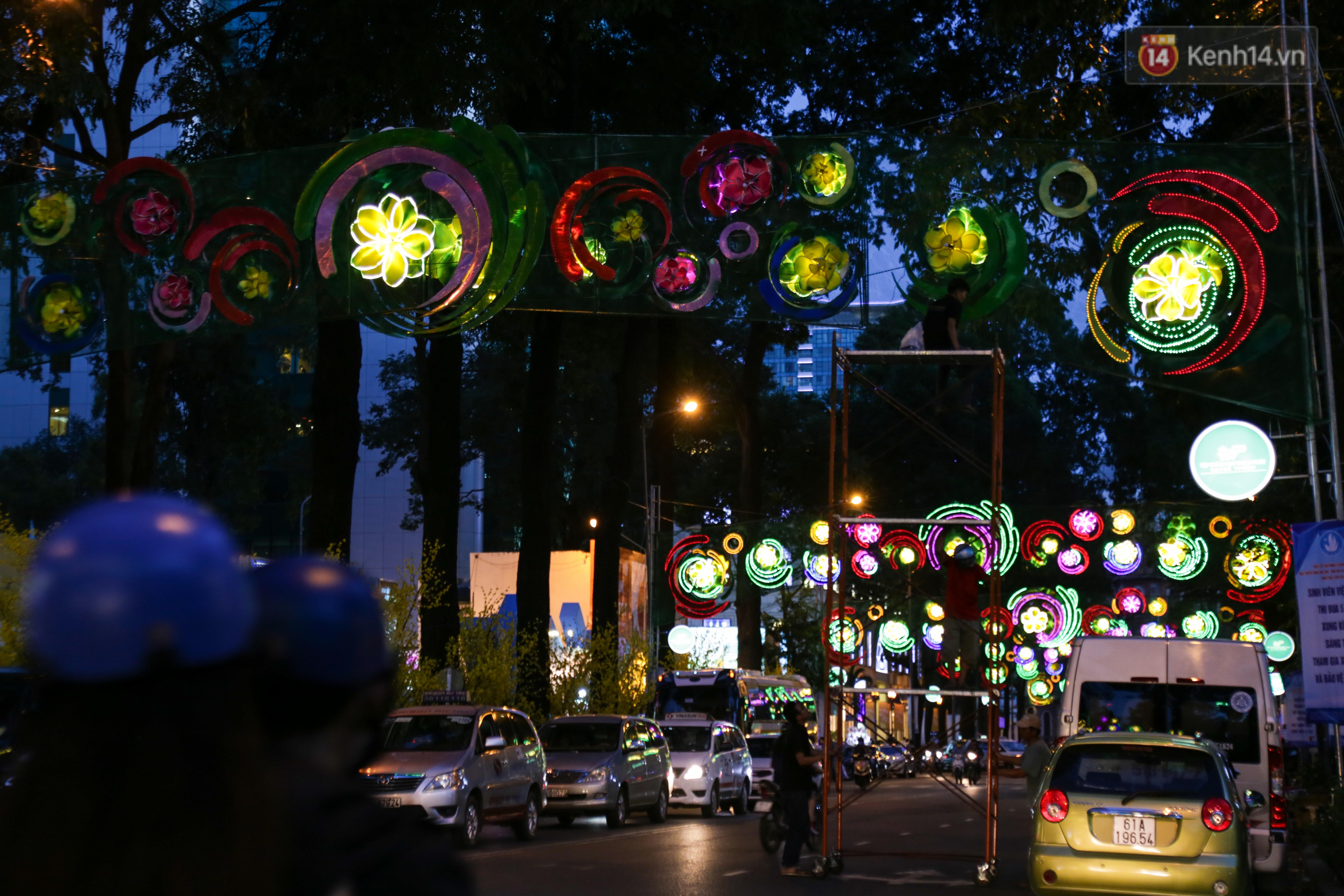 Đèn trang trí Tết trên đường Phạm Ngọc Thạch được chỉnh sửa sau khi người dân chê xấu - Ảnh 12.