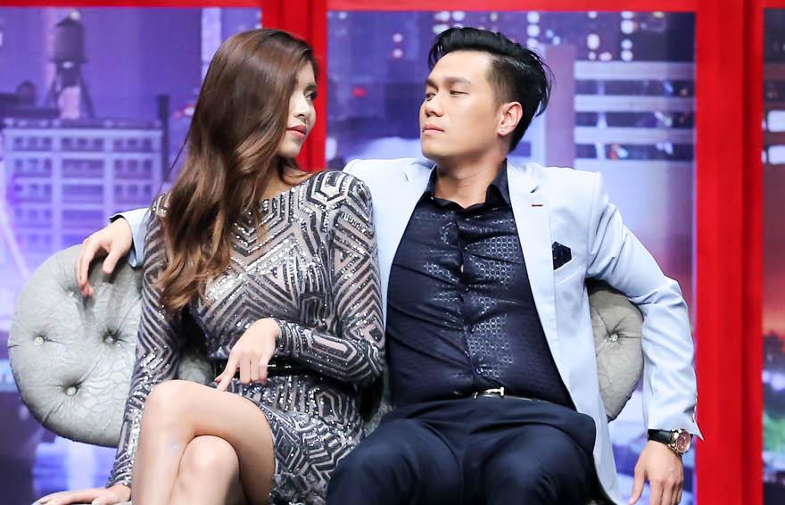 Làm soái ca để người đẹp quyến rũ nhưng Việt Anh lại khiến áo sơmi suýt nứt cúc vì hơi thừa cân - Ảnh 4.