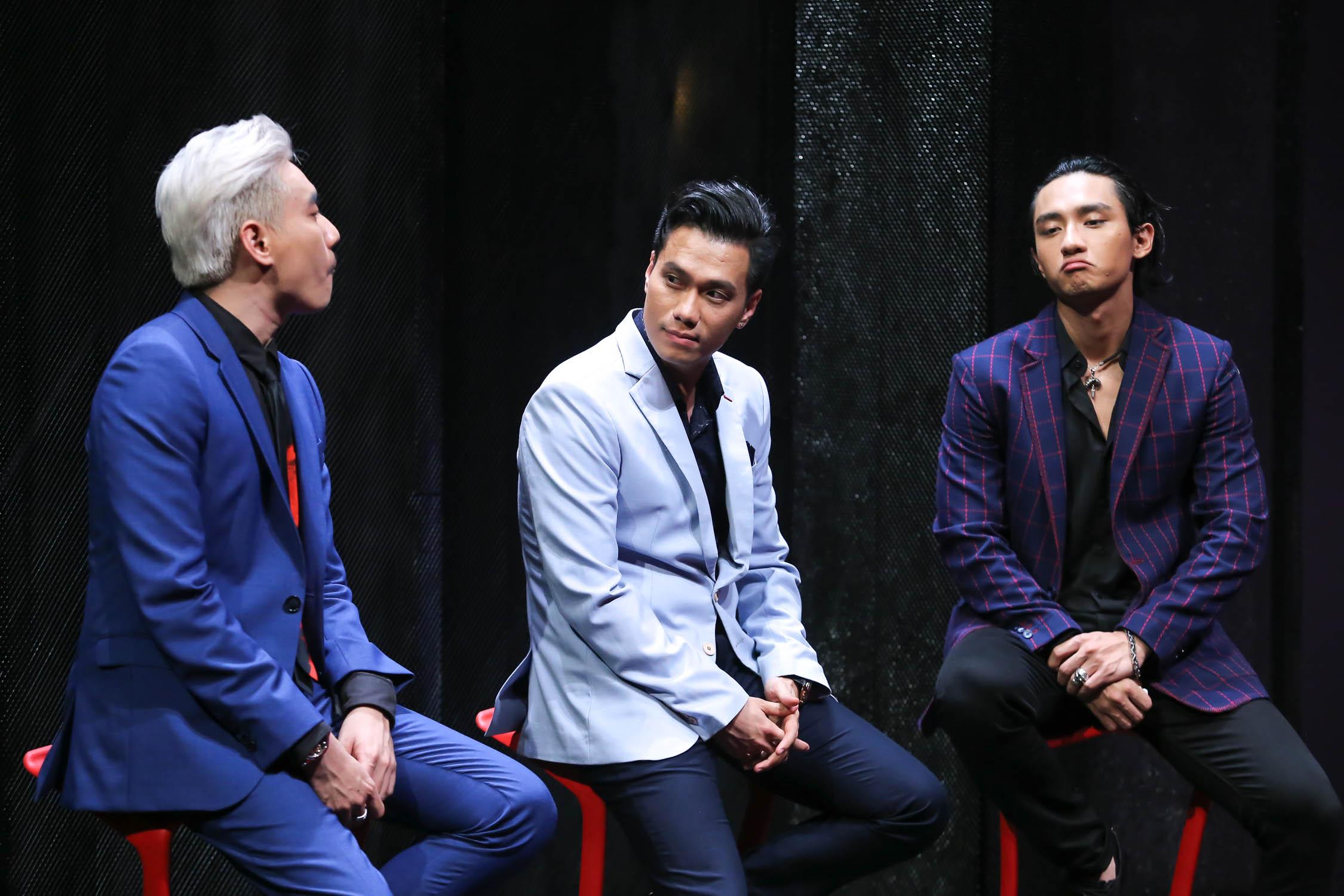 Làm soái ca để người đẹp quyến rũ nhưng Việt Anh lại khiến áo sơmi suýt nứt cúc vì hơi thừa cân - Ảnh 2.