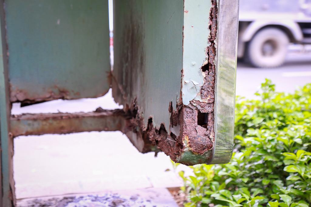 Hàng loạt trạm thông tin điện tử hiện đại ở Sài Gòn bị hư hỏng, nhếch nhác và bốc mùi kinh khủng - Ảnh 14.
