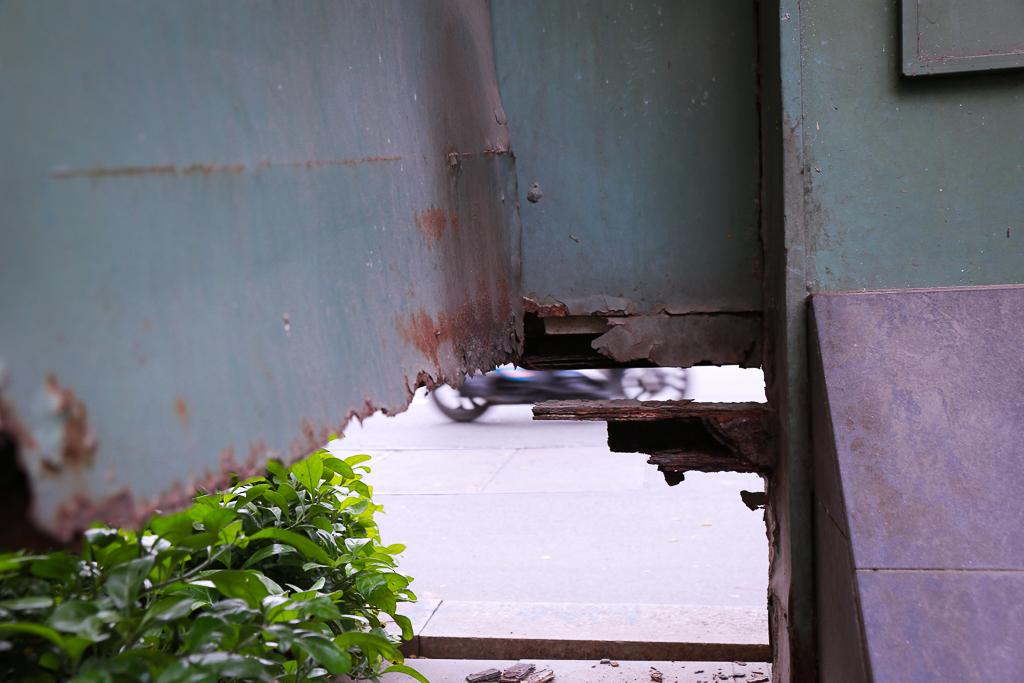 Hàng loạt trạm thông tin điện tử hiện đại ở Sài Gòn bị hư hỏng, nhếch nhác và bốc mùi kinh khủng - Ảnh 13.