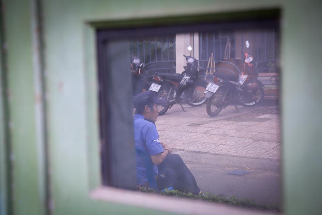 Hàng loạt trạm thông tin điện tử hiện đại ở Sài Gòn bị hư hỏng, nhếch nhác và bốc mùi kinh khủng - Ảnh 4.
