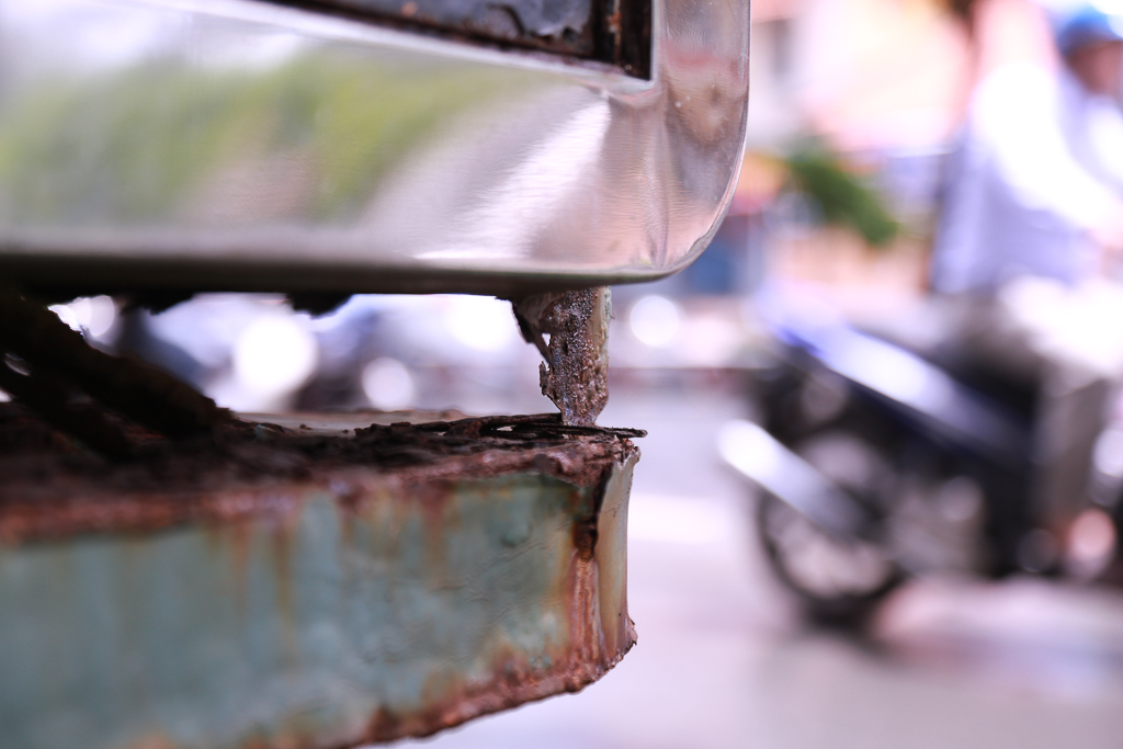 Hàng loạt trạm thông tin điện tử hiện đại ở Sài Gòn bị hư hỏng, nhếch nhác và bốc mùi kinh khủng - Ảnh 11.