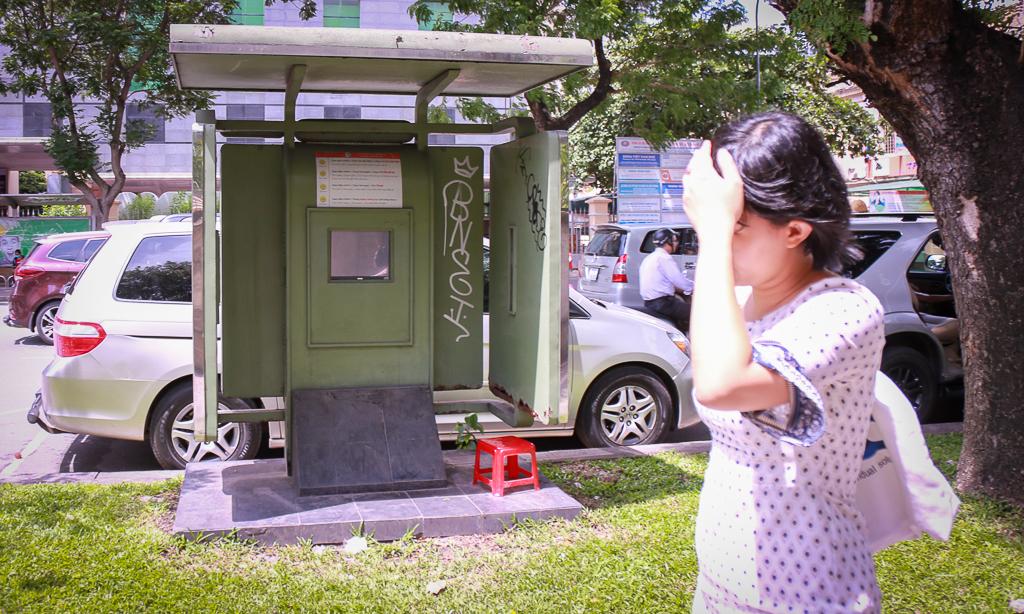 Hàng loạt trạm thông tin điện tử hiện đại ở Sài Gòn bị hư hỏng, nhếch nhác và bốc mùi kinh khủng - Ảnh 7.