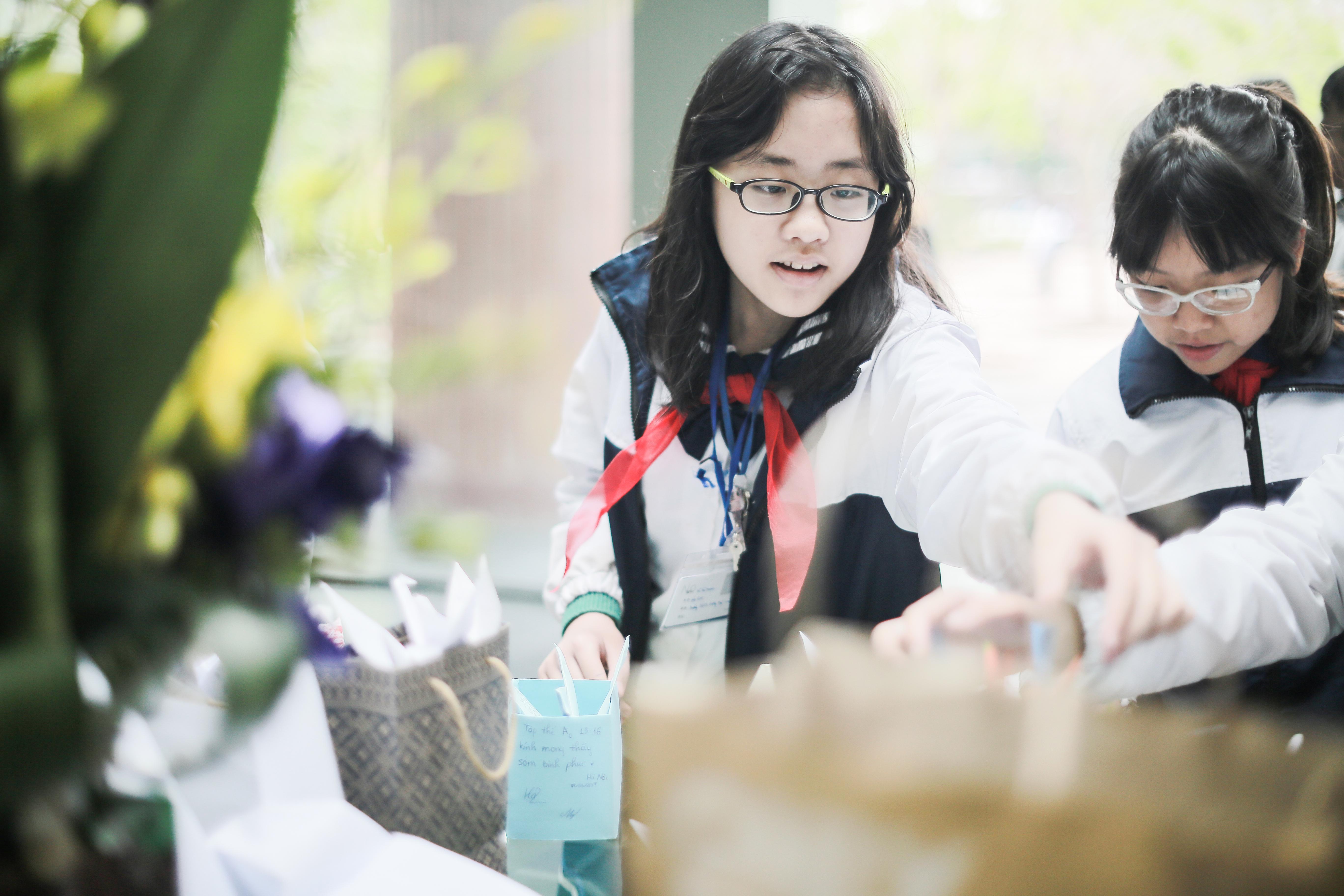 Học sinh Lương Thế Vinh gửi điều ước vào 19.000 hạc giấy, mong thầy Văn Như Cương sớm phục hồi - Ảnh 11.