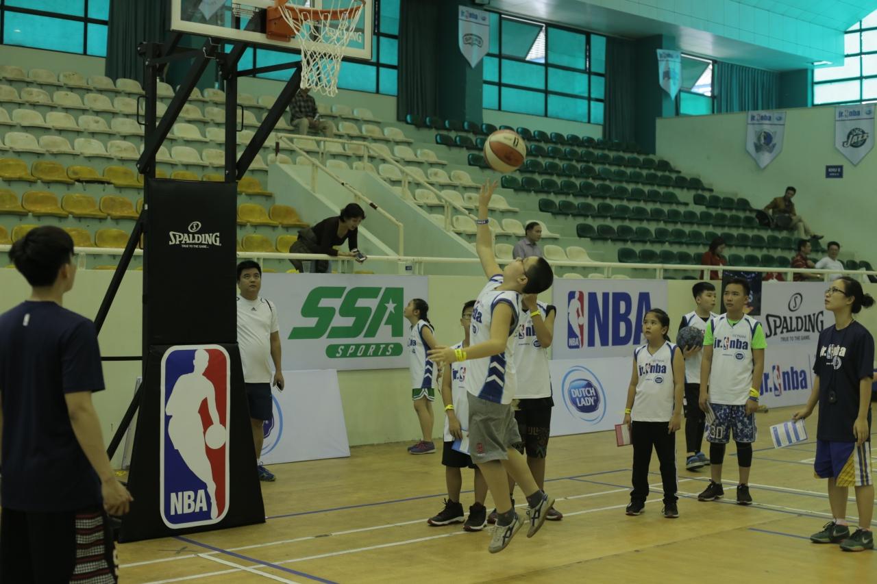 Gần 1000 em nhỏ tham dự hội trại tuyển chọn Jr. NBA 2017 tại thủ đô Hà Nội - Ảnh 1.