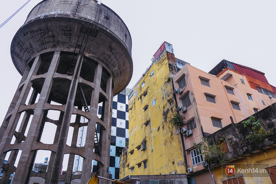 Thuỷ đài bị bỏ hoang lâu nên xuống cấp, nguy hiểm cho người dân xung quanh.