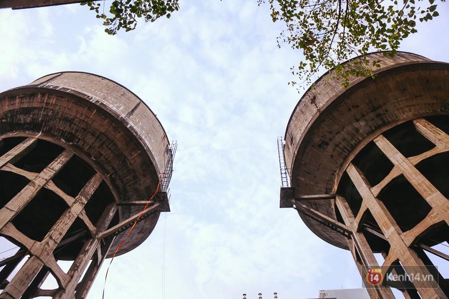 Hai thuỷ đài khổng lồ bị bỏ hoang từ trước năm 1975 đến nay tại vị trí ngay trung tâm Sài Gòn.