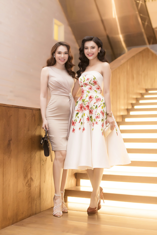 Cặp chị em Hoa hậu Diệu Hân - Á hậu Diệu Thùy rạng rỡ khoe sắc tại sự kiện - Ảnh 1.