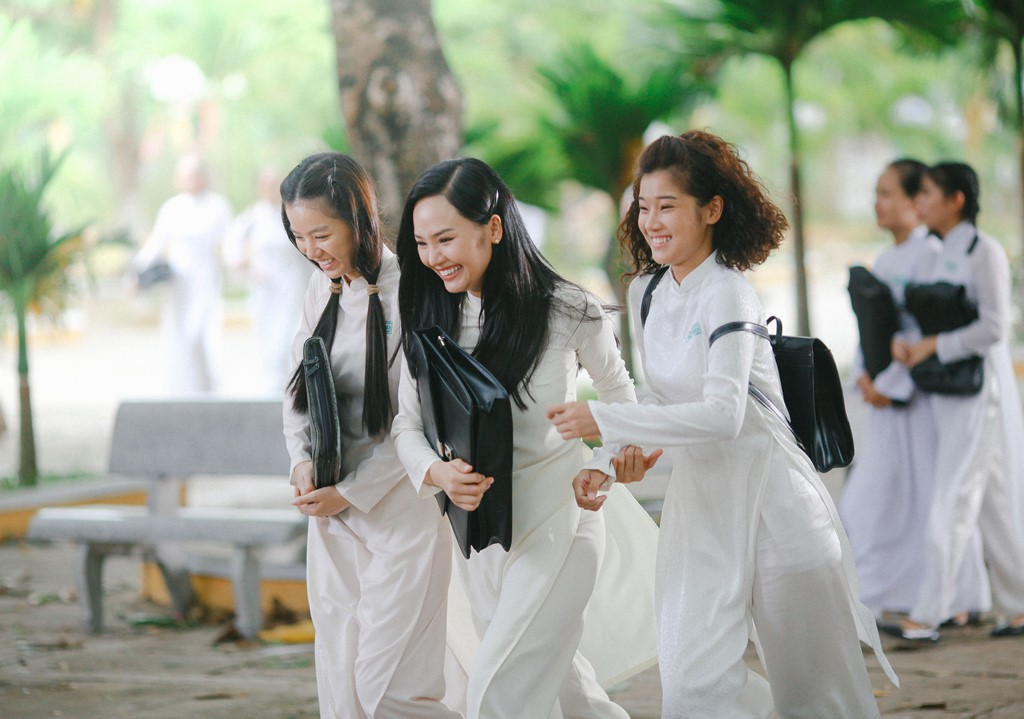 Doanh thu phim Việt 2017: Cú nổ mang tên Em chưa 18 và những sự im lặng đáng tiếc - Ảnh 5.