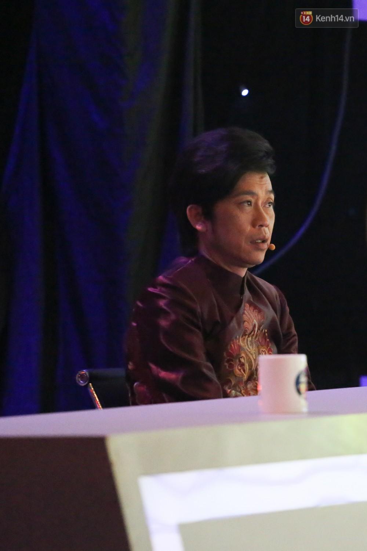 Hoài Linh trầm ngâm theo dõi Hoài Lâm biểu diễn sau tuyên bố lạnh nhạt với con trai - Ảnh 5.