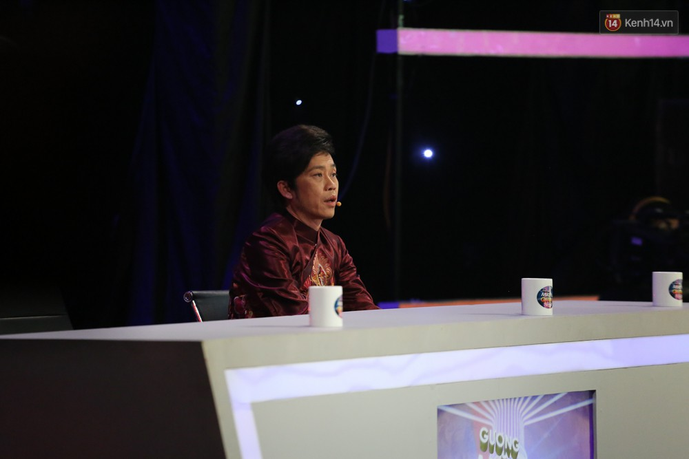 Hoài Linh trầm ngâm theo dõi Hoài Lâm biểu diễn sau tuyên bố lạnh nhạt với con trai - Ảnh 6.