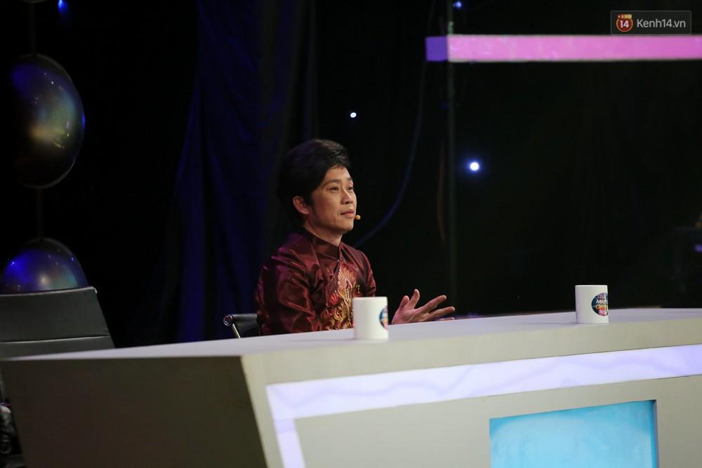 Hoài Linh trầm ngâm theo dõi Hoài Lâm biểu diễn sau tuyên bố lạnh nhạt với con trai - Ảnh 7.