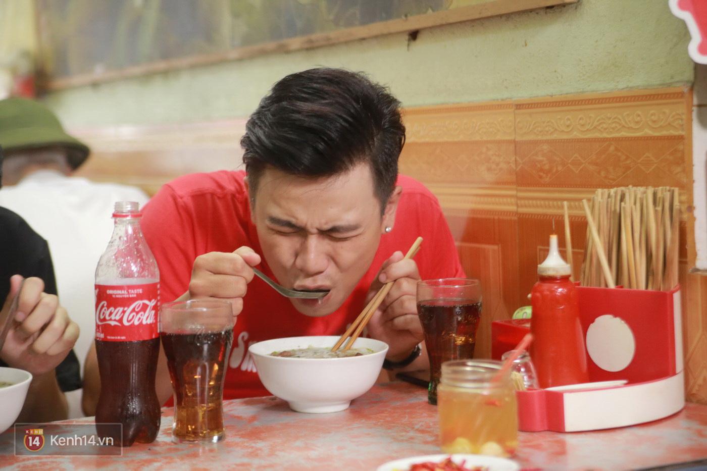 Đói Chưa Nhỉ: Theo chân 2 MC Bữa trưa vui vẻ tới quán phở nổi tiếng nhất Nam Định - Ảnh 12.