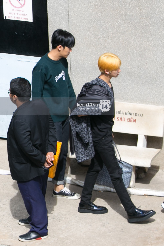 Vừa rời sân bay, Seventeen và Samuel đã đến ngay Nhà hát Hòa Bình để tổng duyệt MAMA 2017 giữa trưa nắng - Ảnh 5.