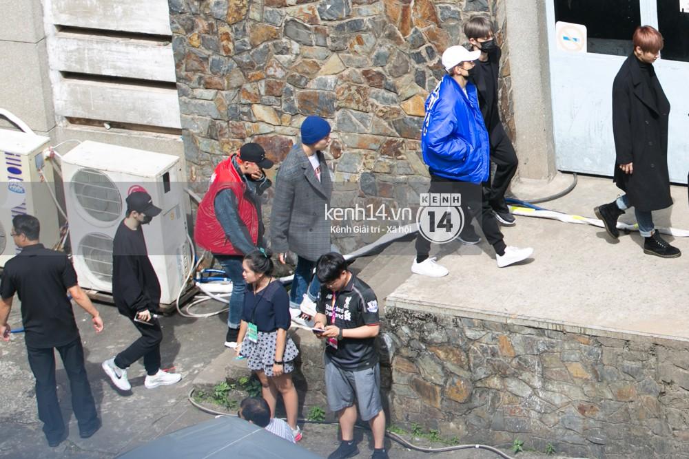 Vừa rời sân bay, Seventeen và Samuel đã đến ngay Nhà hát Hòa Bình để tổng duyệt MAMA 2017 giữa trưa nắng - Ảnh 10.
