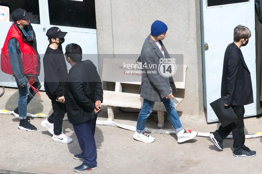 Vừa rời sân bay, Seventeen và Samuel đã đến ngay Nhà hát Hòa Bình để tổng duyệt MAMA 2017 giữa trưa nắng - Ảnh 9.