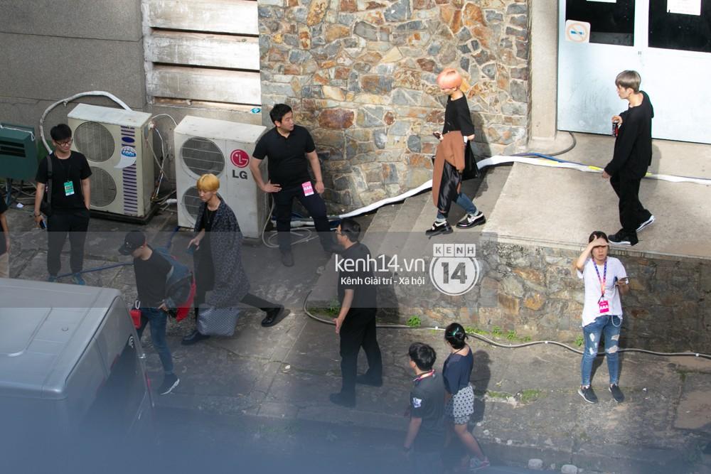 Vừa rời sân bay, Seventeen và Samuel đã đến ngay Nhà hát Hòa Bình để tổng duyệt MAMA 2017 giữa trưa nắng - Ảnh 26.