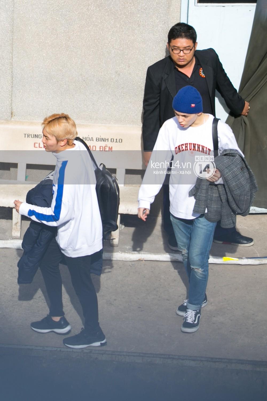 Vừa rời sân bay, Seventeen và Samuel đã đến ngay Nhà hát Hòa Bình để tổng duyệt MAMA 2017 giữa trưa nắng - Ảnh 24.