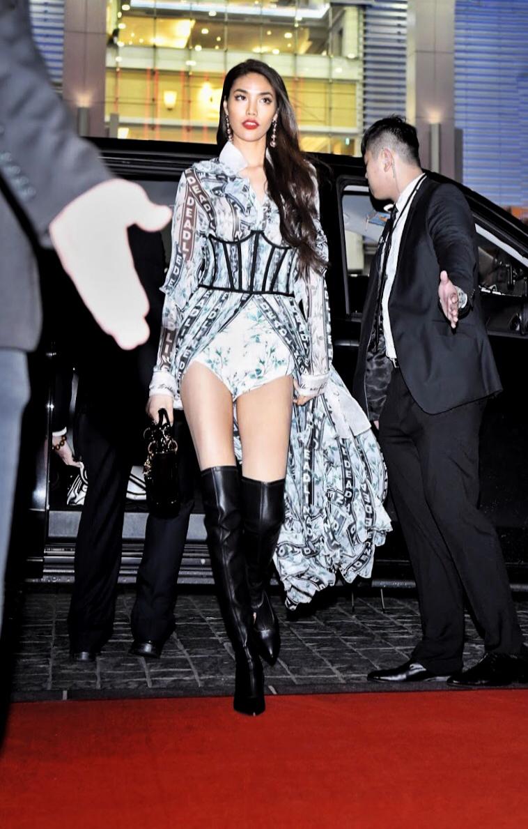 Mang thiết kế Công Trí đến thảm đỏ Asia Fashion Award, Lan Khuê còn nổi bật hơn cả CL - Ảnh 1.