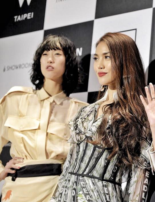 Mang thiết kế Công Trí đến thảm đỏ Asia Fashion Award, Lan Khuê còn nổi bật hơn cả CL - Ảnh 2.