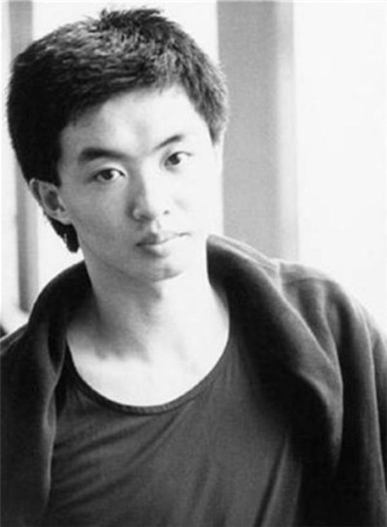 Lời đáp trả bá đạo vỏn vẹn 4 chữ của MC chuyển giới Trung Quốc nhận cơn mưa lời khen của netizen - Ảnh 5.