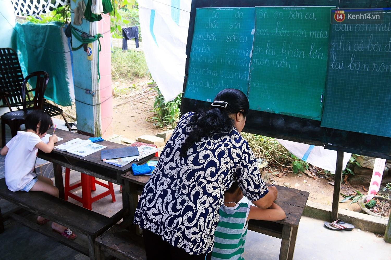 Bà giáo già 25 năm dạy học miễn phí, dùng lương hưu để chăm sóc những đứa trẻ nghèo như con ruột - Ảnh 9.