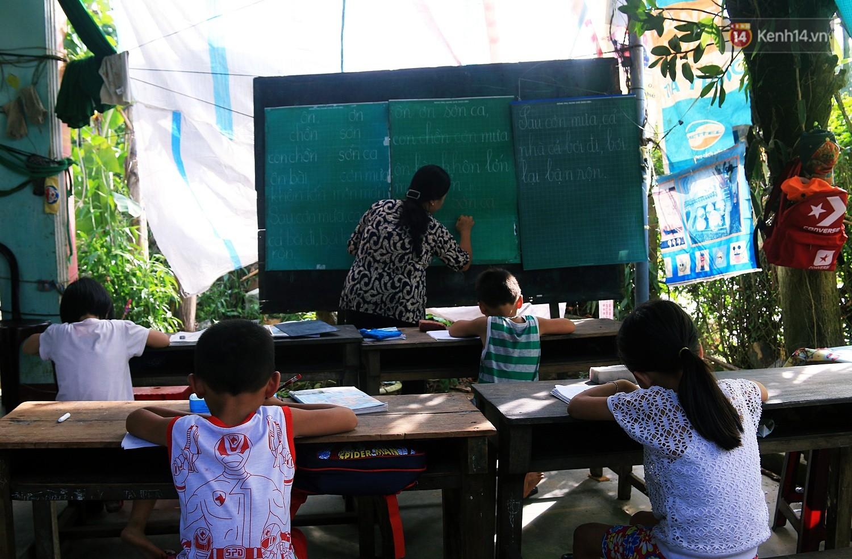 Bà giáo già 25 năm dạy học miễn phí, dùng lương hưu để chăm sóc những đứa trẻ nghèo như con ruột - Ảnh 13.