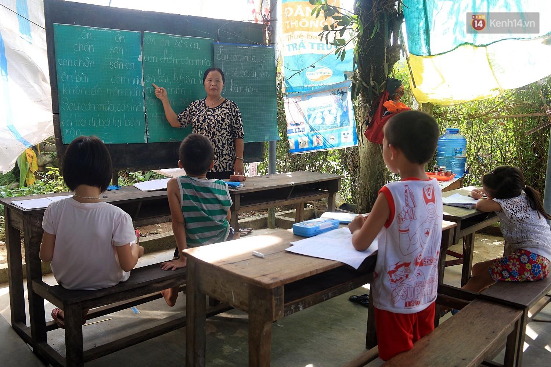 Bà giáo già 25 năm dạy học miễn phí, dùng lương hưu để chăm sóc những đứa trẻ nghèo như con ruột - Ảnh 1.