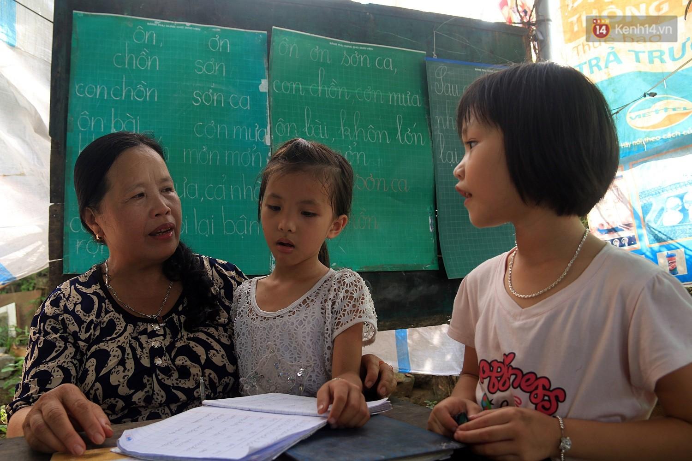 Bà giáo già 25 năm dạy học miễn phí, dùng lương hưu để chăm sóc những đứa trẻ nghèo như con ruột - Ảnh 7.