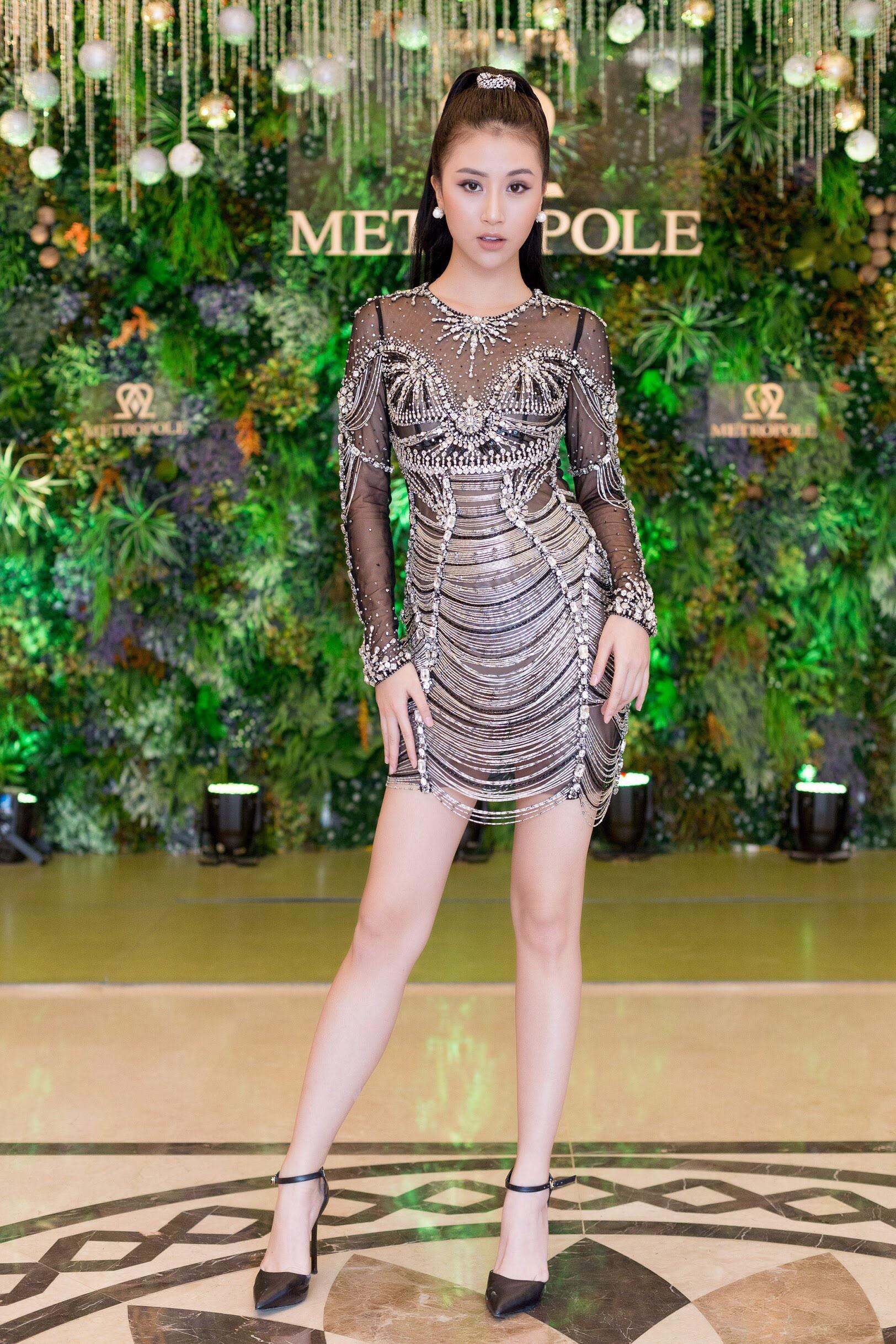 Váy sexy trưởng thành của Quỳnh Anh Shyn hóa ra được diva Thu Minh mặc từ 5 tháng trước - Ảnh 4.