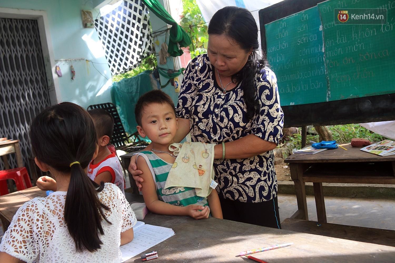 Bà giáo già 25 năm dạy học miễn phí, dùng lương hưu để chăm sóc những đứa trẻ nghèo như con ruột - Ảnh 6.