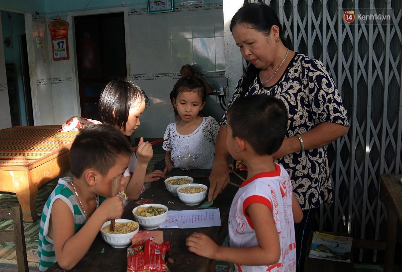 Bà giáo già 25 năm dạy học miễn phí, dùng lương hưu để chăm sóc những đứa trẻ nghèo như con ruột - Ảnh 5.