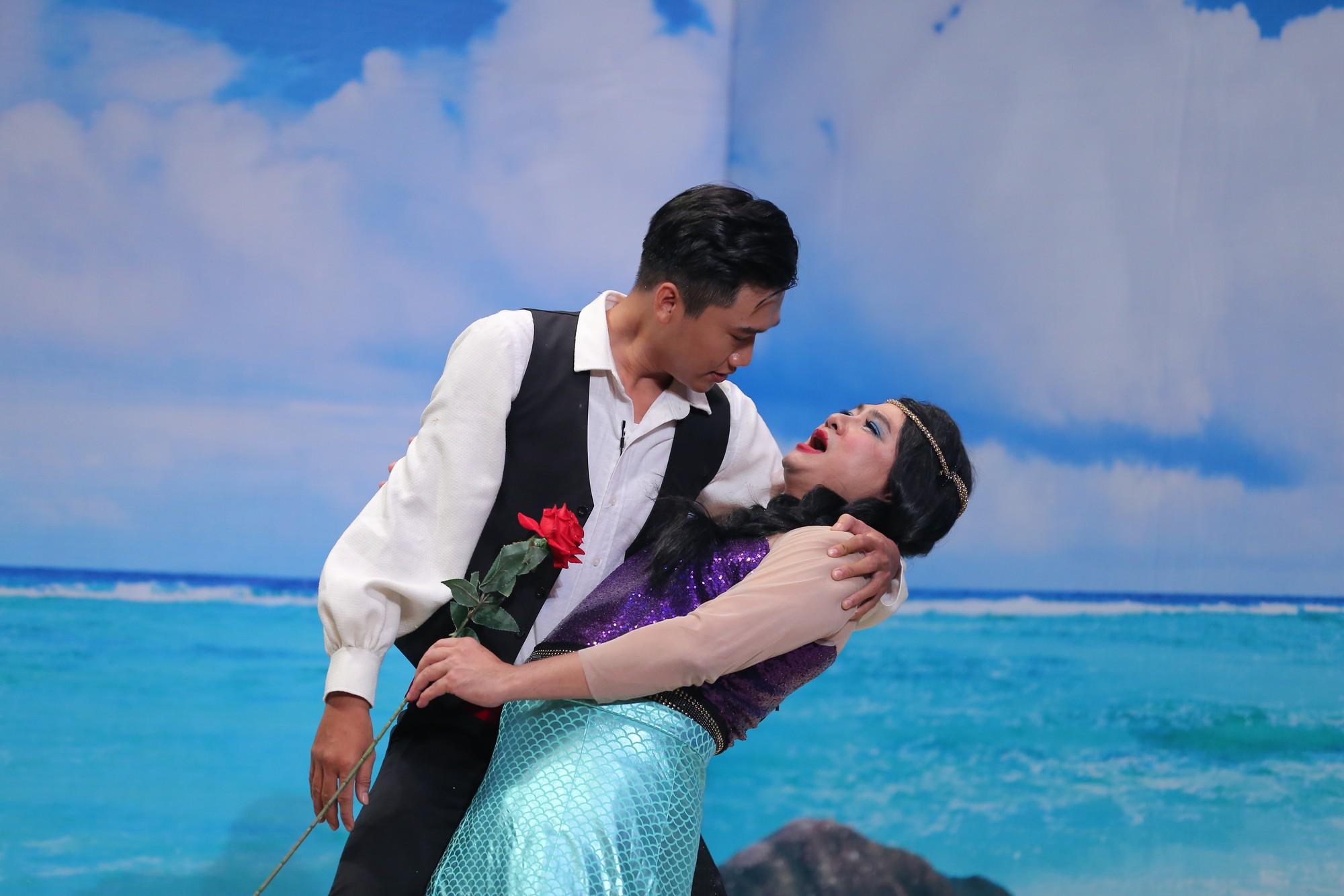 Hoa hậu Biển hồ khoe đôi môi gợi cảm