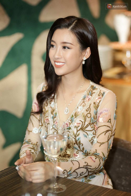 Đỗ Mỹ Linh nói về Miss World 2017: Đây không phải là cuộc thi nhan sắc vì các thí sinh toàn diện đồng phục đi giày bệt - Ảnh 2.
