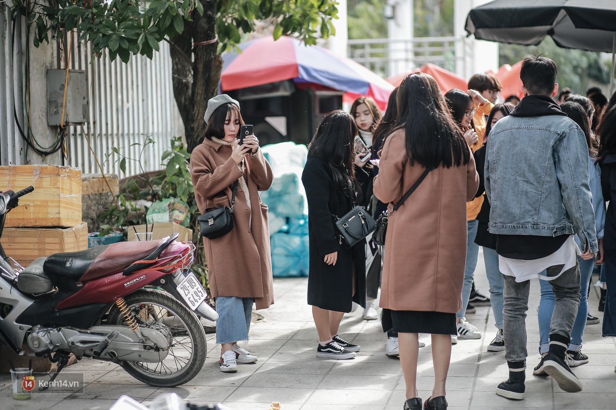 Giới trẻ Hà Nội ùn ùn kéo đến The New District chơi Noel sớm - Ảnh 17.