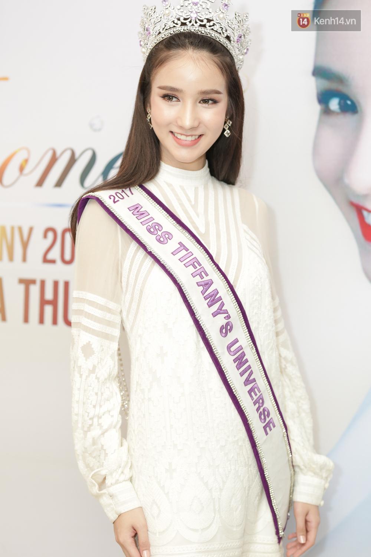 Ngắm thần tiên tỷ tỷ của Hoa hậu chuyển giới Thái Lan 2017 khi đến Việt Nam, ai mà không rung động cho được! - Ảnh 1.