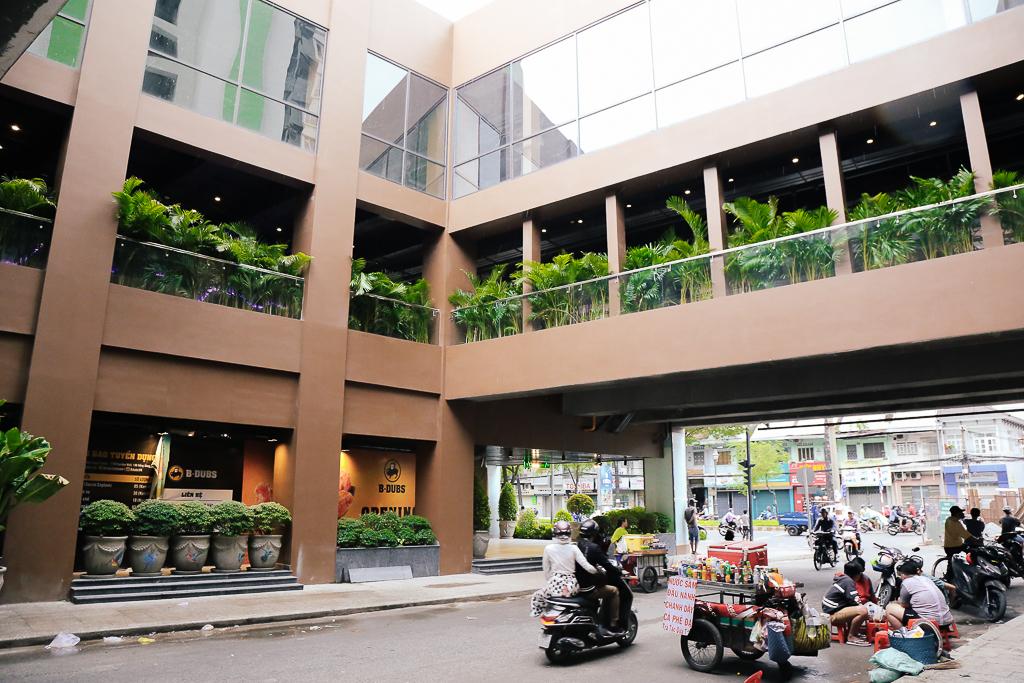 Sau 20 năm bỏ hoang với những lời đồn đoán rùng rợn, Thuận Kiều Plaza đã hồi sinh và sầm uất đến nhường này - Ảnh 3.
