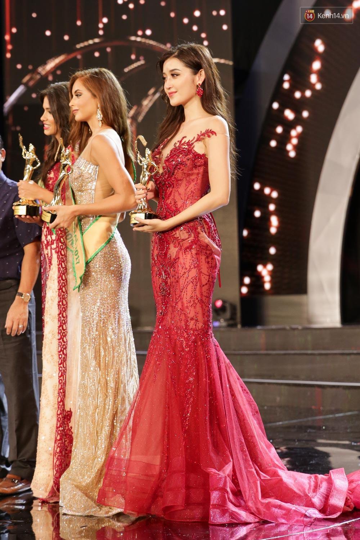 Kết thúc cuộc thi, Huyền My oà khóc nức nở khi chỉ dừng chân tại top 10 Miss Grand International 2017 - Ảnh 1.