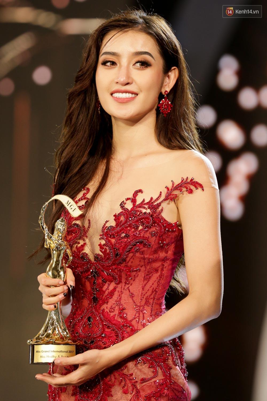 Kết thúc cuộc thi, Huyền My oà khóc nức nở khi chỉ dừng chân tại top 10 Miss Grand International 2017 - Ảnh 2.