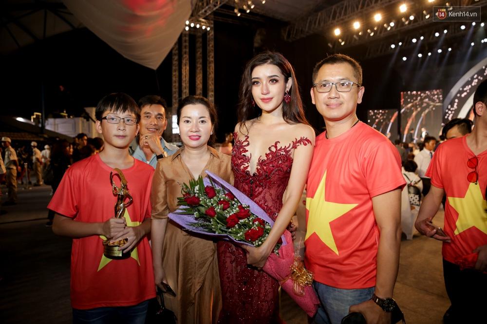 Kết thúc cuộc thi, Huyền My oà khóc nức nở khi chỉ dừng chân tại top 10 Miss Grand International 2017 - Ảnh 9.