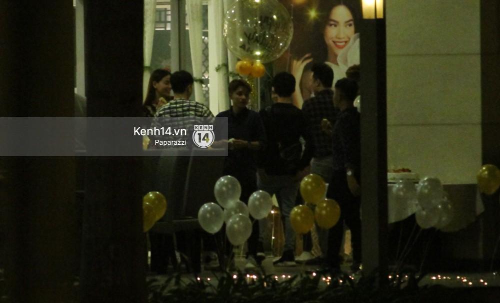 Vắng Kim Lý, Hà Hồ lẻ bóng dự tiệc sinh nhật muộn do bạn bè tổ chức - Ảnh 2.
