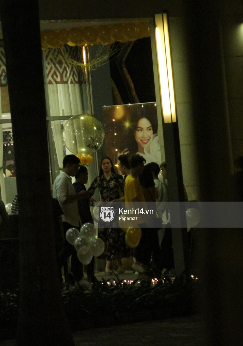 Vắng Kim Lý, Hà Hồ lẻ bóng dự tiệc sinh nhật muộn do bạn bè tổ chức - Ảnh 3.