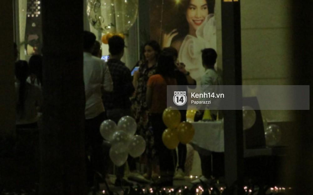 Vắng Kim Lý, Hà Hồ lẻ bóng dự tiệc sinh nhật muộn do bạn bè tổ chức - Ảnh 4.