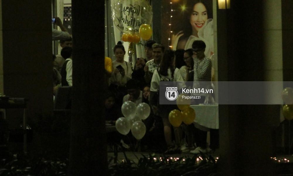 Vắng Kim Lý, Hà Hồ lẻ bóng dự tiệc sinh nhật muộn do bạn bè tổ chức - Ảnh 5.